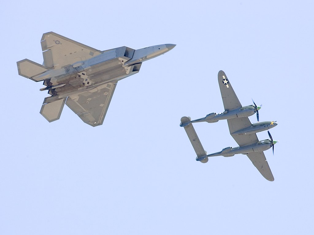 Heritage flight, F-22 and P-38, Sioux Falls Air Show, July 25-26, 2009.  Click for next photo.