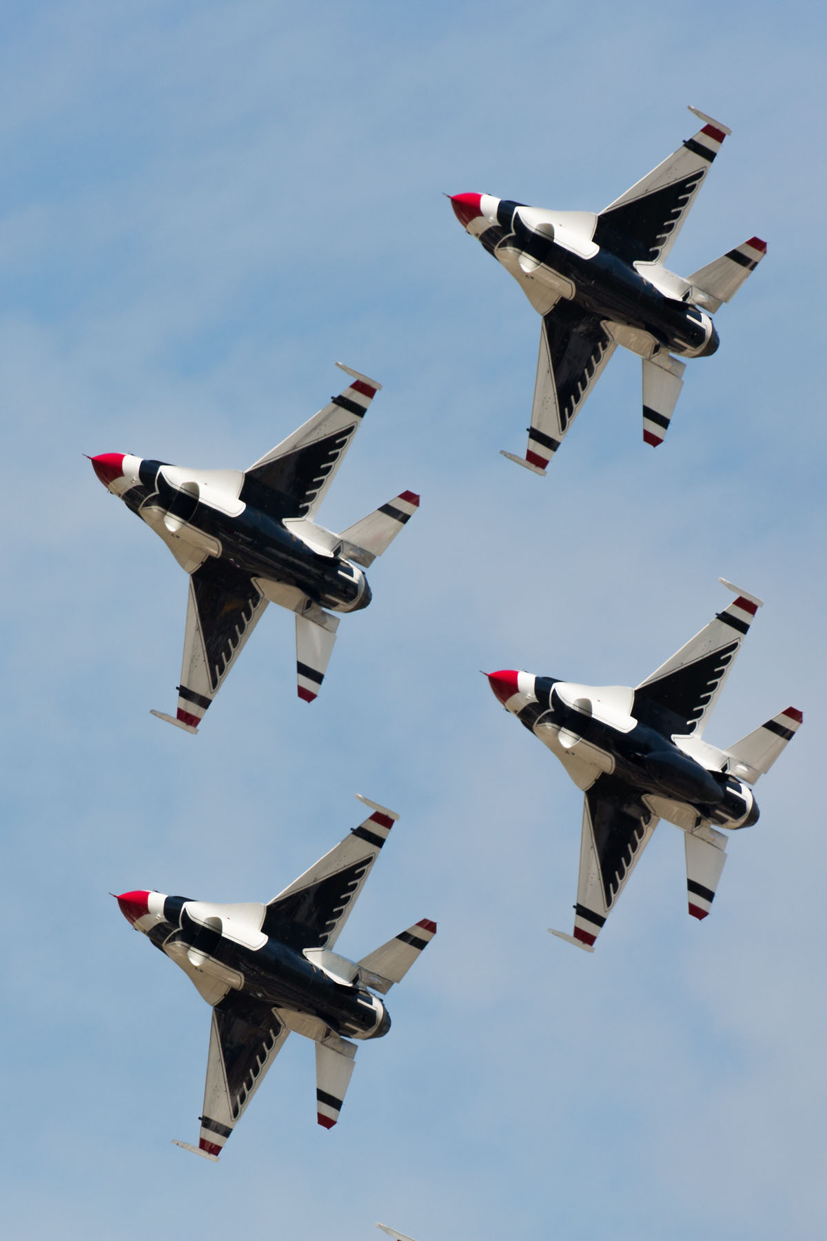 USAF Thunderbirds, Sioux Falls Air Show, August 2019.  Click for next photo.